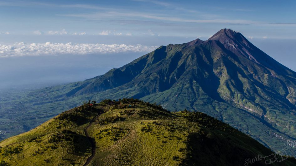 climbing merbabu, climbing merbabu on your own, climbing merbabu without guide, merbabu or merapi, merbabu hike, marbabu how to hike, merbabu how to climb