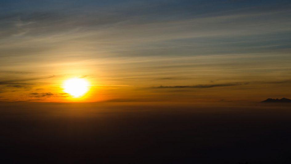 sunrise lawu, hiking lawu, climbing lawu, night hike lawu, lawu without guide at night
