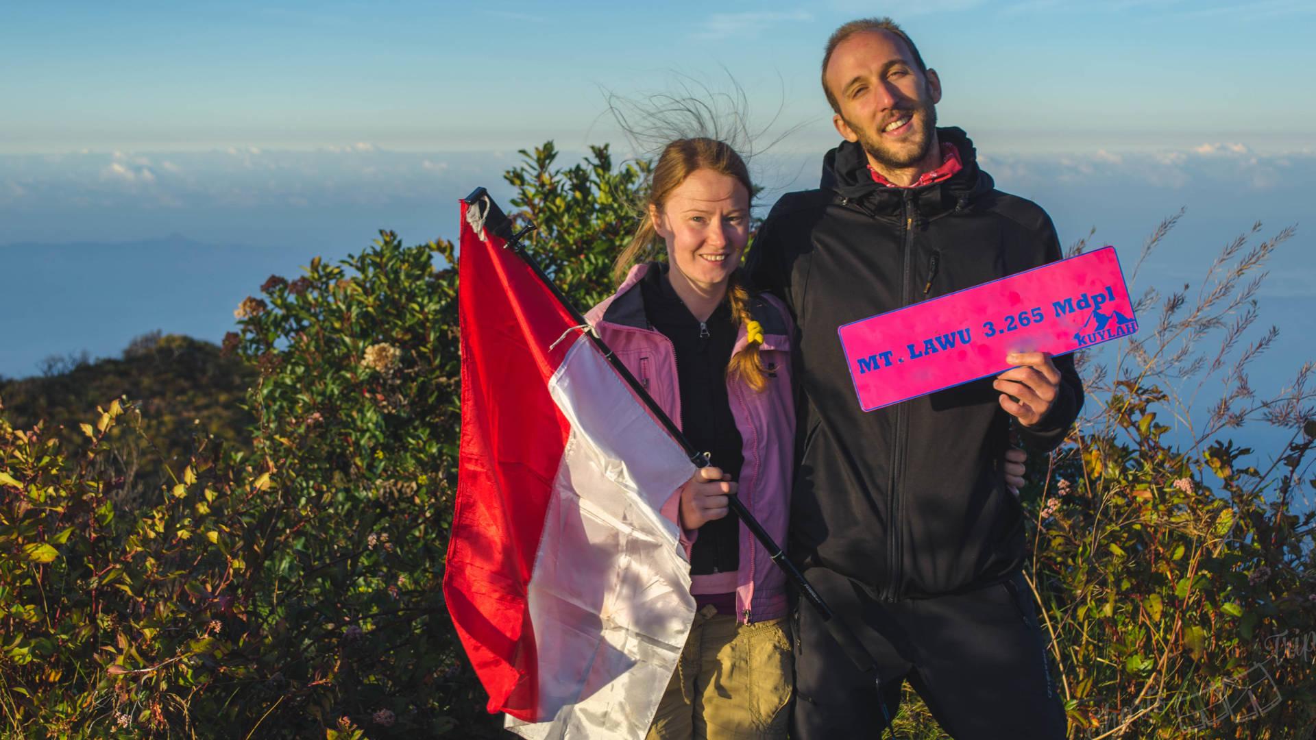 lawu summit, lawu sunrise, lawu bule, climbing lawu, hike lawu, sunrise selfie on summit lawu, lawu indonesia, how to climb lawu, how to hike lawu