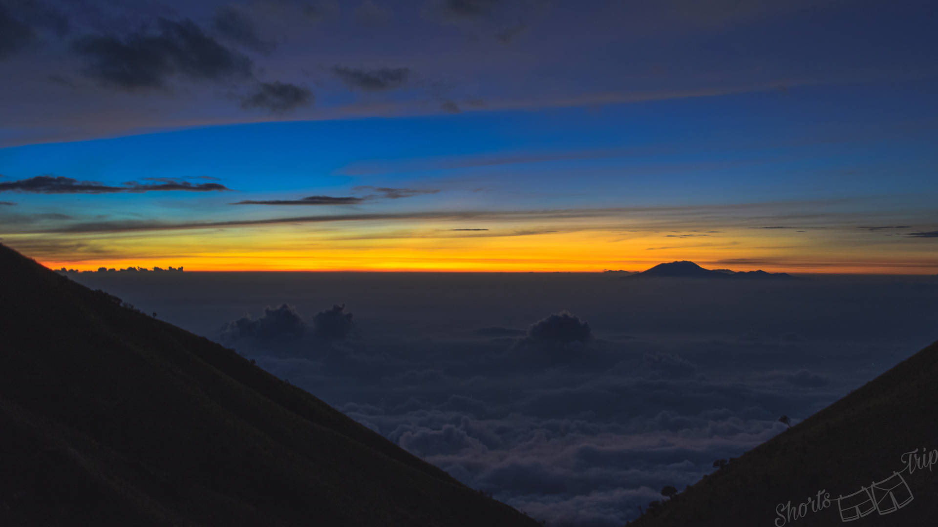 dawn, before the dawn, dawn merabu, sunrise merbabu, night hike merbabu