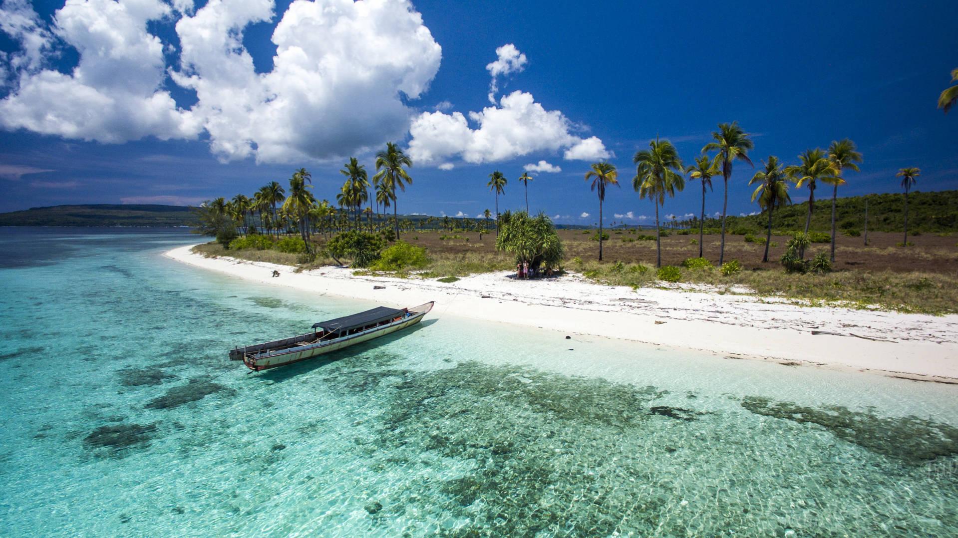 bau-bau, bau-bau indoneisa, bau-bau sulawesi, sulawesi indonesia, buton island sulawesi, buton indonesia, out of beaten path indonesia
