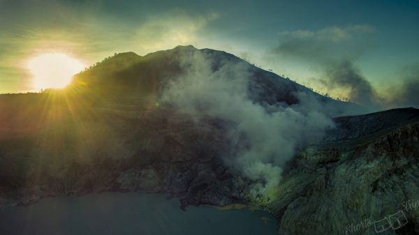 ijen fumes, ijen on your own, ijen at night, ijen without guide, ijen drone, ijen aerial, ijen hike, how to climb ijen, ijen info, ijen information, ijen entrance fee