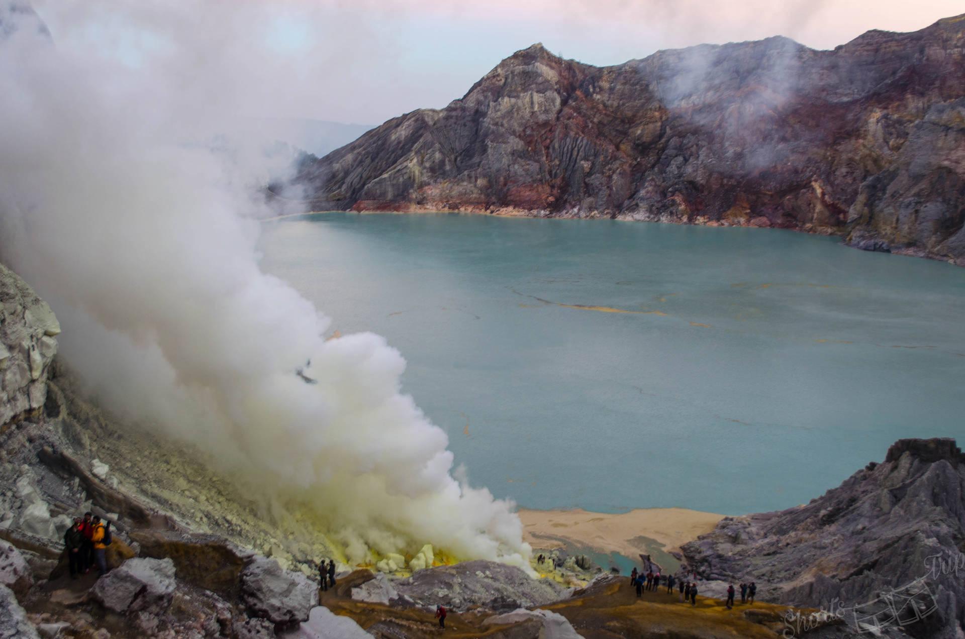 ijen volcano hike, ijen crater, ijen facts, ijen volcano, ijen java indonesia, ijen java, ijen sulphur, ijen fumes, ijen information, ijen volcano facts