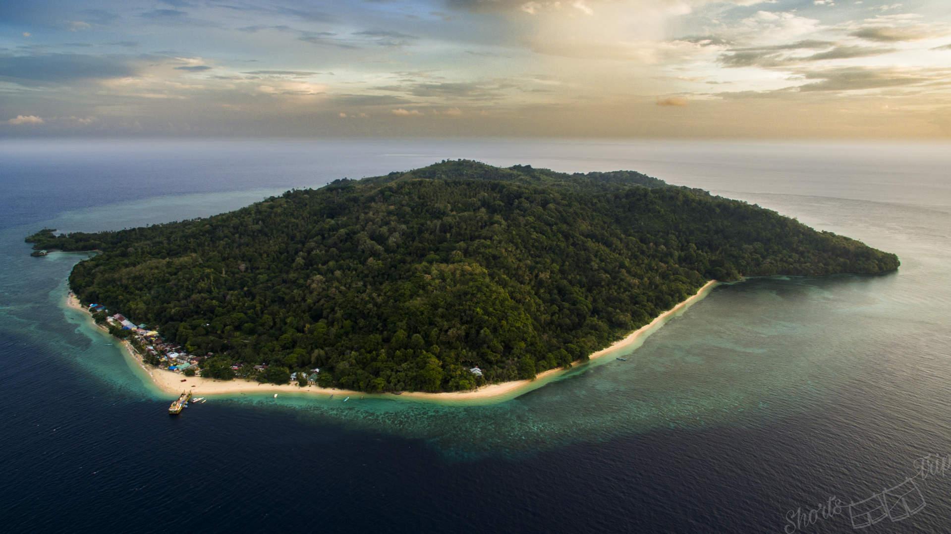 banda islands, pulau hatta, island hatta, best snorkeling hatta, how to get to hatta, hatta boat hatta travel, hatta aerial, hatta drone, banda islands drone, banda islands aerial