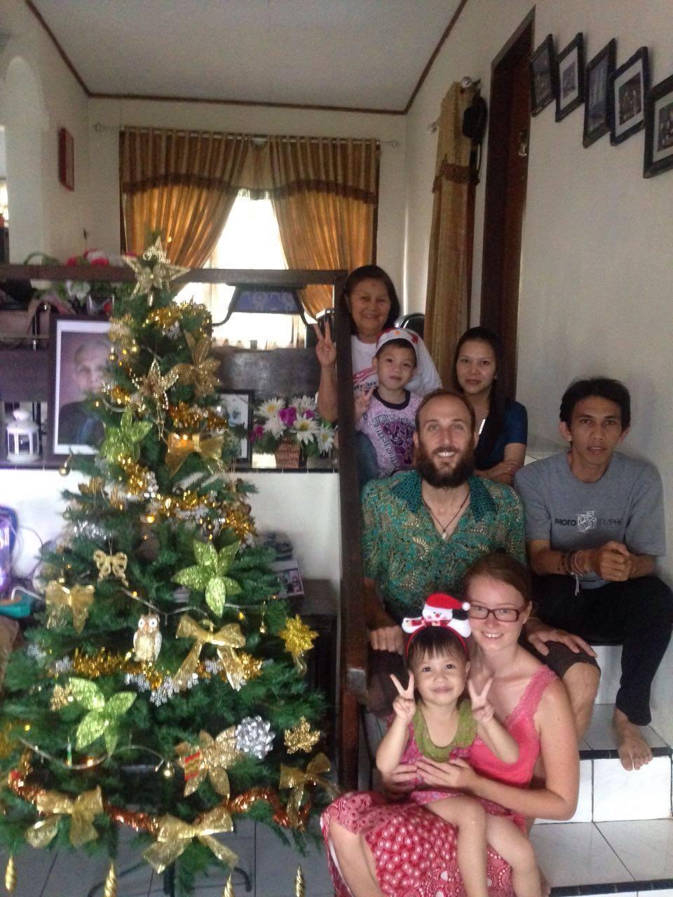 christmas tree, christmas tree with family, christmas tree indonesia, christmas tree bau-bau