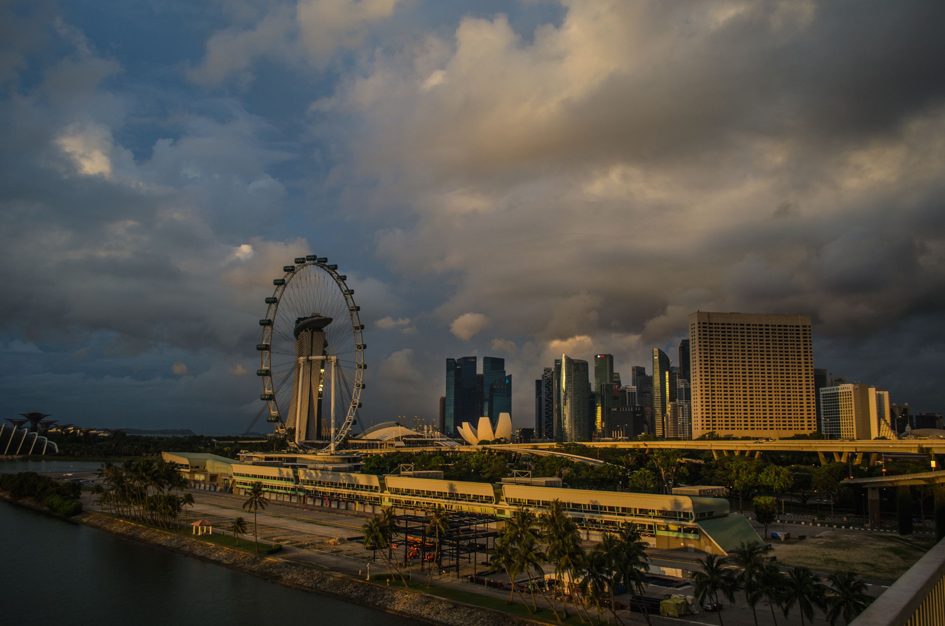Singapore, singapore downtown, singapore amazing, singapore sunrise, best picture of singapore, best singapore downtown picture, sunrise, sunrise singapore, sunrise singapore downtown, sunrise flyer singapore, where to fly drone at singapore, singapore drone guidelines, best drone places singapore, singapore laws, singapore regulations