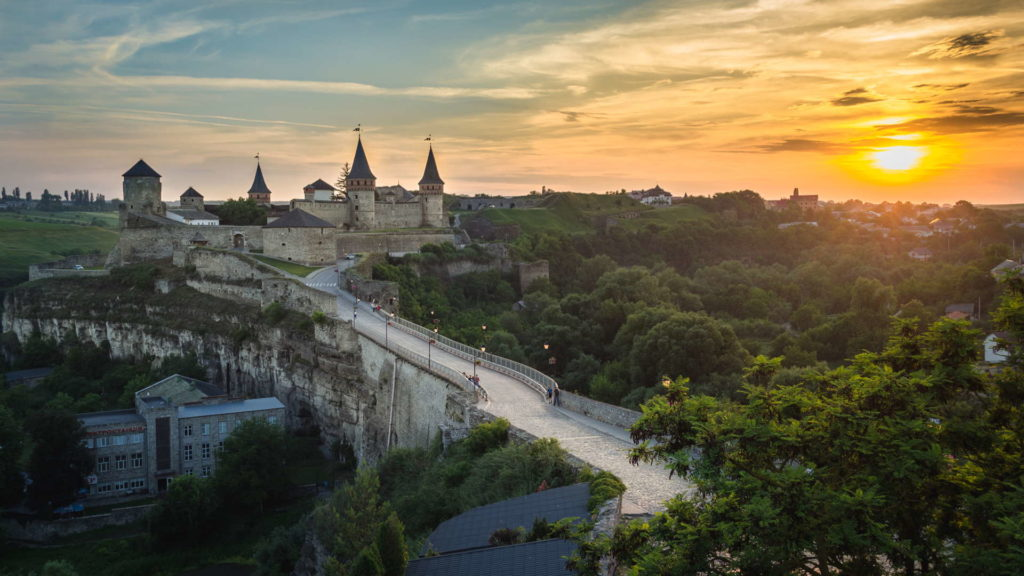Kamianets-Podilskyi Castle, Kamianets-Podilskyi Castle sunset, Kamianets-Podilskyi Castle backpacking, Kamianets-Podilskyi Castle best photo, Kamianets-Podilskyi Castle tent, Kamianets-Podilskyi Castle wild camping, Kamianets-Podilskyi, ukraine wild camping, ukraine travel, ukraine backpacker, seven wonders of ukraine, shorts-trip, sunrise at Kamianets podilski, kamenets podolski, where to camp at Kamianets podolskij, free camping at kamianets-podilskyi, best sunset picture, sunset over Kamianets-Podilskyi Castle