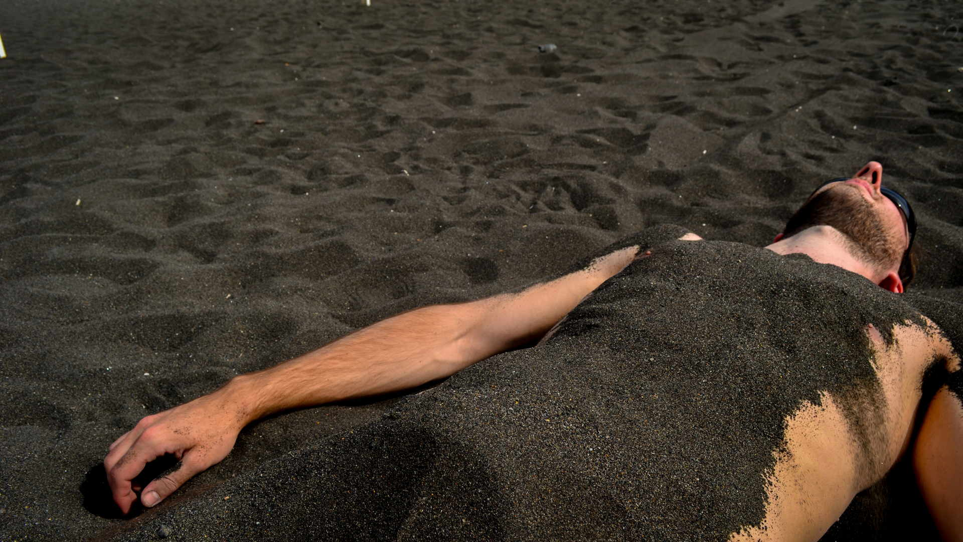 Aeolian islands travel guide, black beach vulcano, black sand beach, beaches of vulcano, travel blog vulcano, Sabbie Nere beach