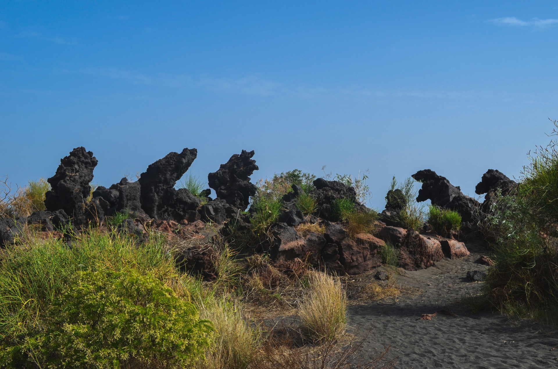 vulcano, vulcano travel, what to do on vulcano, travel blog vulcano, backpacking vulcano, monsters of vulcano, aeolian islands travel guide, Valle dei Mostri, Valle dei Mostri hike, hiking vulcano
